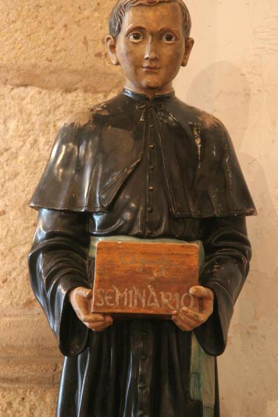 Foto de Wooden figure asking for money in the Catedral Primada de las AméricasSanto Domingo - República Dominicana