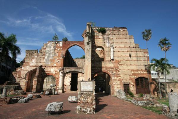 Image of Hospital San Nicolás de Bari: ruins right in the middle of the Dominican capital, Santo Domingo, Dominican Republic