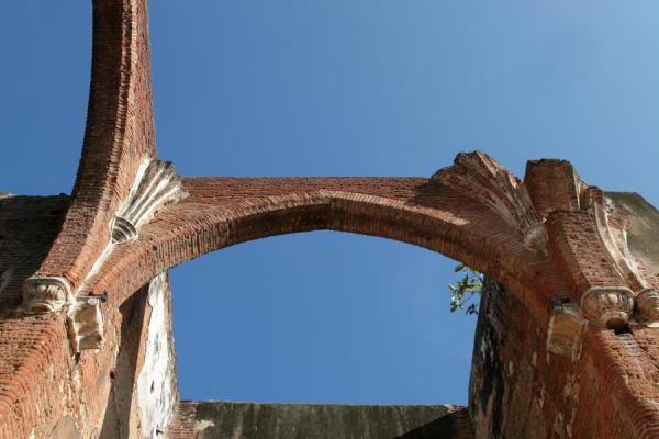 Picture of Hospital San Nicolás de Bari (Dominican Republic): Arches of the ruins of the Hospital San Nicolás de Bari
