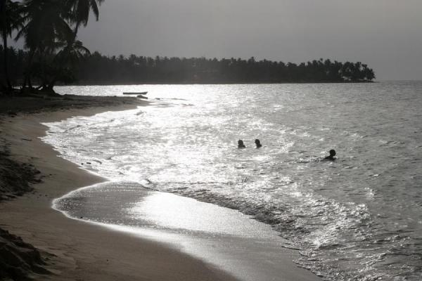 Foto de People having a dip in the waters of Las Terrenas at the end of the dayLas Terrenas - República Dominicana