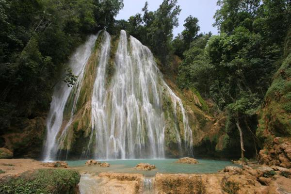 Picture of Limón waterfall (Dominican Republic): Water falling down into a turquoise basin: Limón waterfall