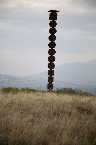 Foto van Pillar indicating Catequilla - Ecuador - Amerika