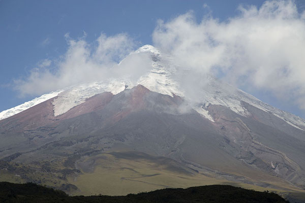 Photo de l'Equateur (View of Cotopaxi surrounded by clouds)