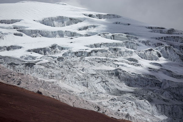 的照片 厄瓜多尔 (Close-up view of the glacier covering the top of Cotopaxi)
