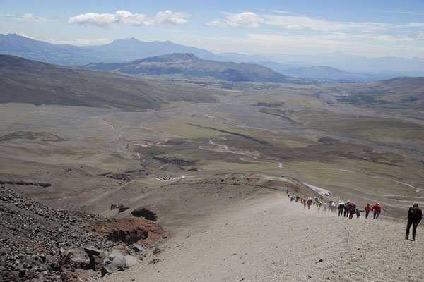 Foto di Looking down the slope leading to the refugioCotopaxi - Ecuador