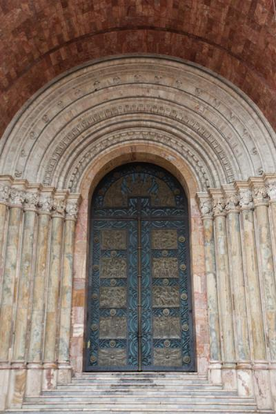 Foto di Richly decorated door and portal of Cuenca Cathedral - Ecuador - America