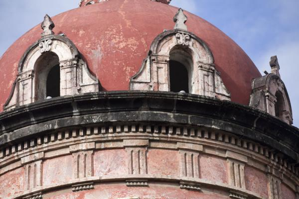 Detail of one of the many neo-classical buildings in Cuenca | Ciudad vieja de Cuenca | Ecuador