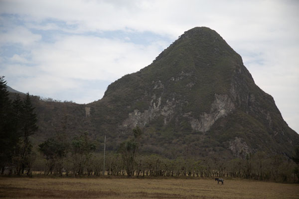 Foto van Inside the caldera: pointy mountain in Pululahua crater - Ecuador - Amerika
