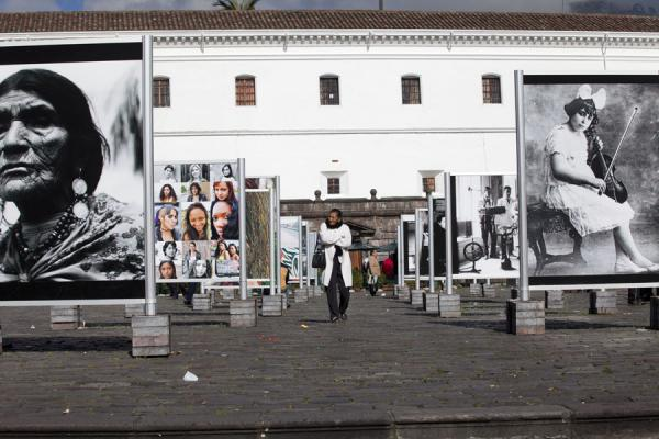Woman in the middle of a photo exhibition on the Plaza de San Francisco | Quito old city | Ecuador