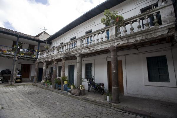 Foto di Courtyard of colonial house in QuitoCittà vecchia di Quito - Ecuador
