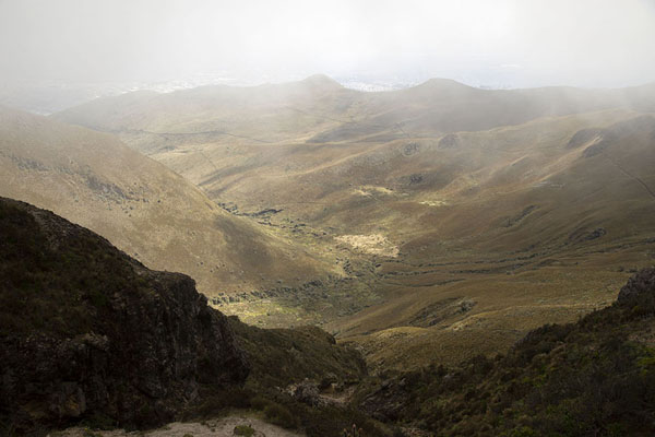 Sunshine seeping through clouds on the slopes of Rucu Pichincha | Rucu Pichincha | l'Equateur