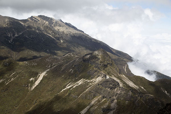 View from the top: looking towards Guagua Pichincha | Rucu Pichincha | 厄瓜多尔