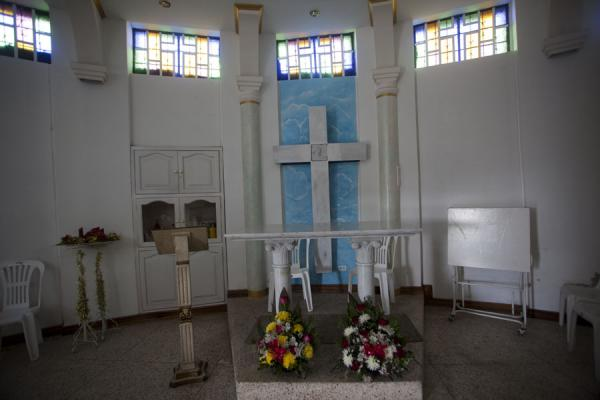 Foto di Small chapel in the foot of the pedestal on which the Virgen de Quito standsVirgen de Quito - Ecuador