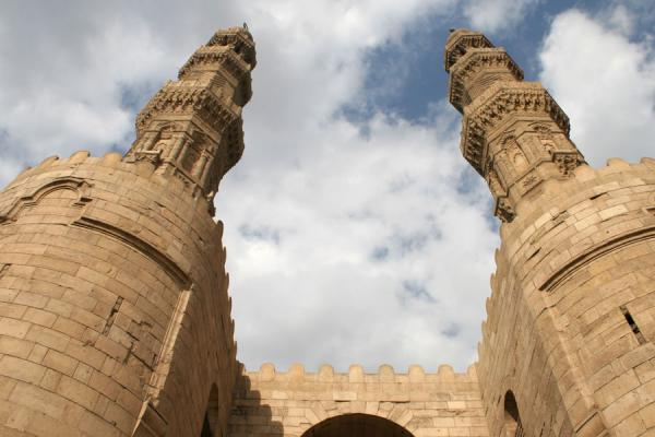 Minarets of Bab Zuweyla towering over the gate itself | Bab Zuweyla | Egypte