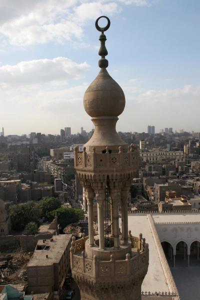 Minaret of Bab Zuweyla seen from the other minaret, with Cairo in the background | Bab Zuweyla | Egipto