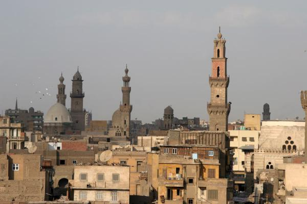 Photo de View from Bab Zuweyla with several minarets sticking out of the skyline - Egypte - Afrique