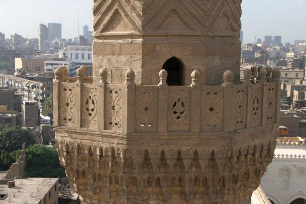 Foto di Detail of one of the minarets of Bab Zuweyla with Cairo in the backgroundCairo - Egitto