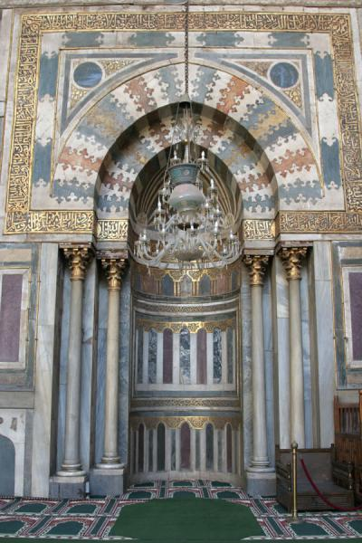 Foto di Beautifully decorated mihrab of Sultan Hassan mosqueCairo - Egitto