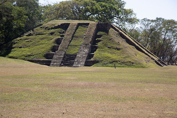 View of the pyramid from the south side of the north ball court | Cihuatán | El Salvador