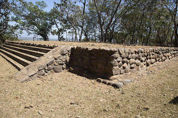 Close-up of a platform with staircase on the central plaza | Cihuatán | 萨尔瓦多