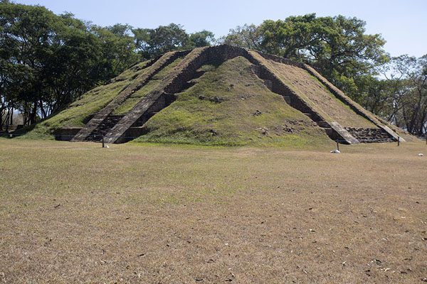 Photo de The great pyramid of CihuatánCihuatán - El Salvador