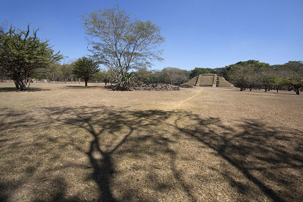 View of the central plaza with the great pyramid | Cihuatán | El Salvador