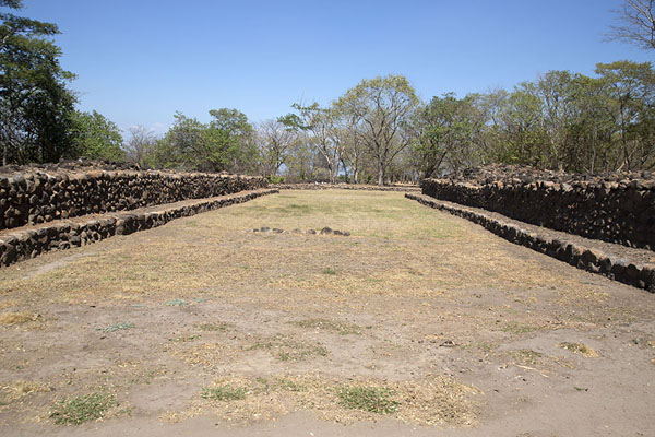 Photo de The west ball court of CihuatánCihuatán - El Salvador