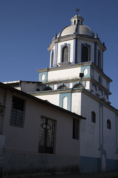 Foto van Side view of the Inmaculada Concepción churche of Concepción de Ataco - El Salvador - Amerika