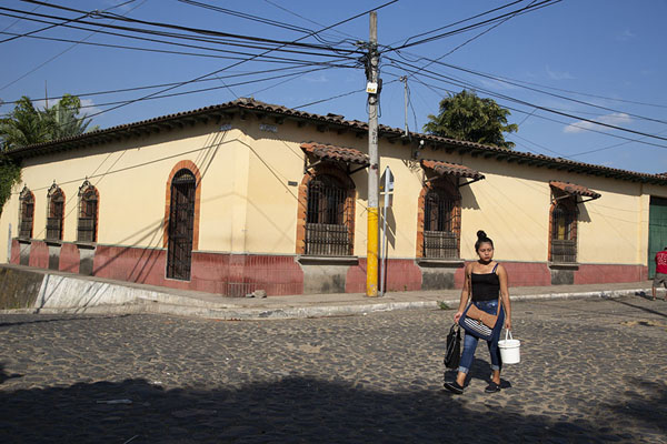 Woman walking a cobble-stone street in Nahuizalco | Nahuizalco | 萨尔瓦多