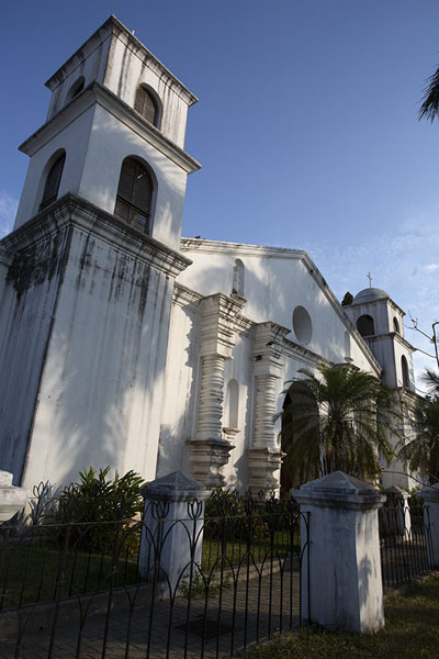 Foto van Side view of the church of Nahuizalco - El Salvador - Amerika