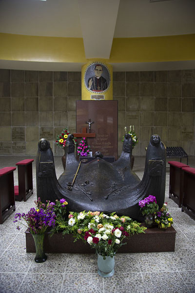 The tomb of Archbishop Oscar Romero, slain in 1980 while giving mass | Cathédrale de San Salvador | El Salvador