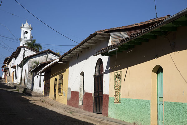 Street leading to the main square with church in Suchitoto | Suchitoto | El Salvador