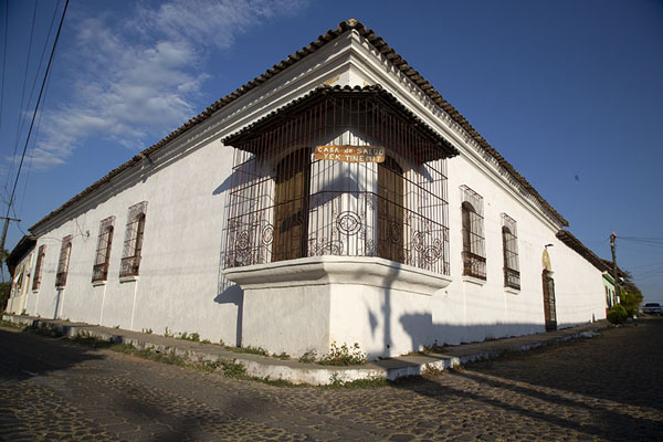 Photo de Corner of two cobble-stone streets in SuchitotoSuchitoto - El Salvador
