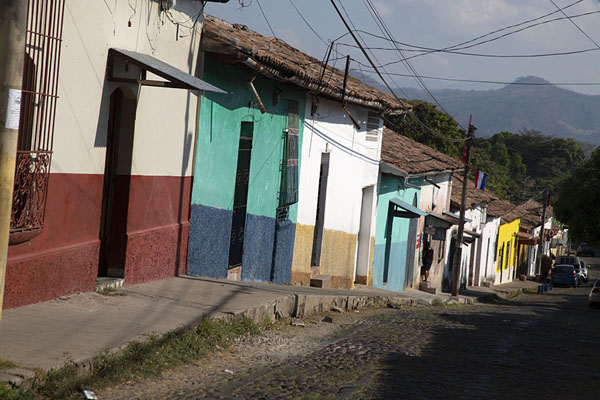 Foto de Looking down a street with colourful houses in SuchitotoSuchitoto - El Salvador