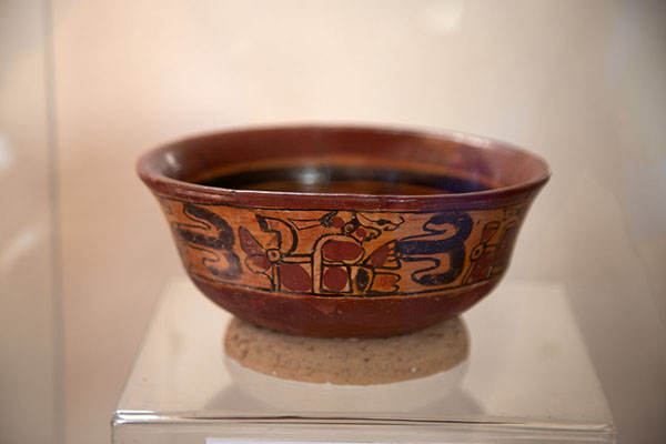 Foto van Bowl in the Stanley Boggs museumChalchuapa - El Salvador