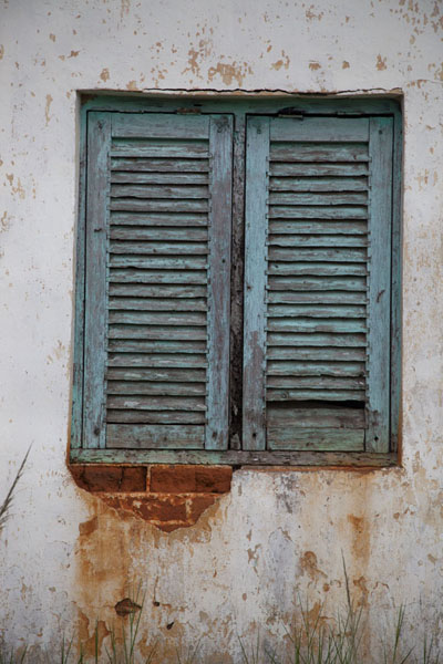 Old window in a house of Mbini - 赤道几内亚
