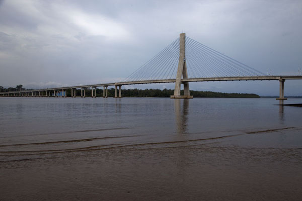Foto de The new bridge connecing the northern and southern side of the Benito riverMbini - Guinea ecuatorial