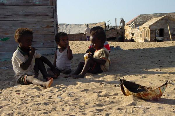 Picture of Eritrean people (Eritrea): Young children playing on beach with self-made boat