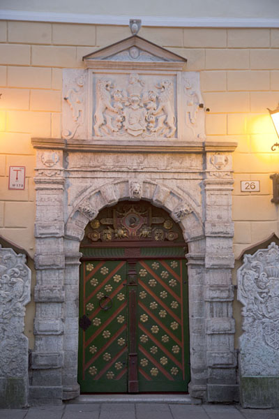 Foto de Detail of the door of the Raeapteek, the old pharmacy building on the Town Hall SquareTallinn - Estonia