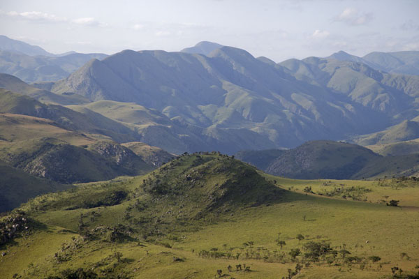 Photo de Afternoon light shining on the mountains of Malolotja National Park - Eswatini - Afrique