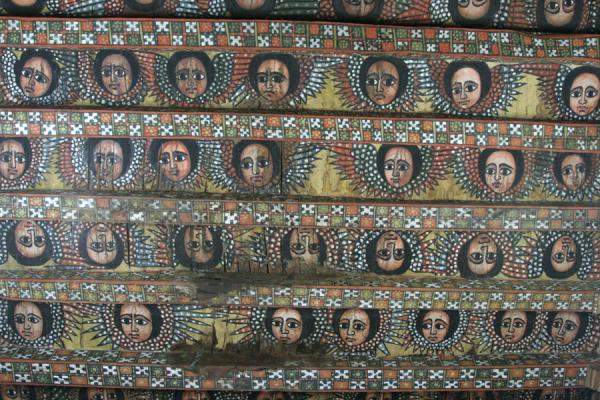 Close-up of the ceiling with angelic faces | Debre Birhan Selassie Kerk | Ethiopië