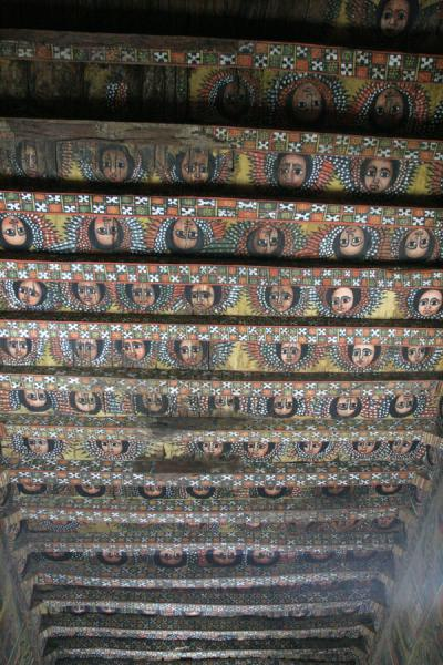Ceiling of Debre Birhan Selassie, completely covered by cherubic faces | Debre Birhan Selassie Kerk | Ethiopië