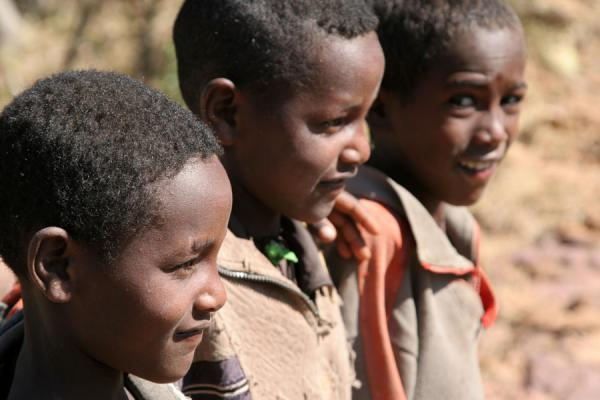 Three boys who walked up to Debre Tsion church with us | Jeunes éthiopiens | l'Ethiopie