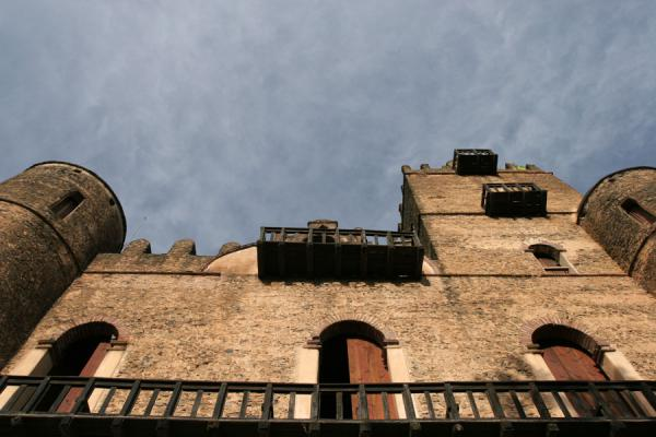 Foto di Fasil Castle with balcony and towersGonder - Etiopia