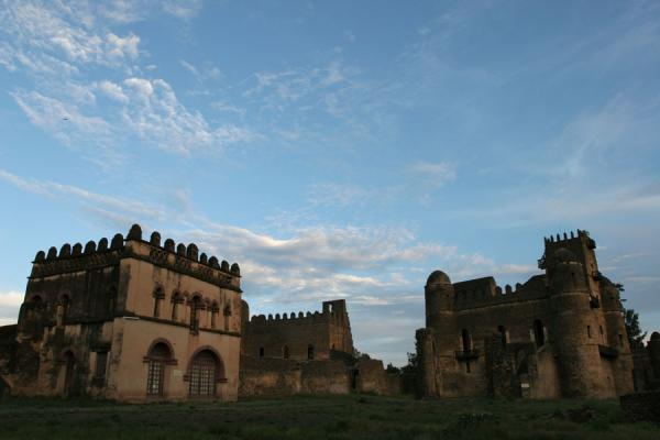 Foto van Castles of Royal Enclosure in Gonder just before sunsetGonder - Ethiopië