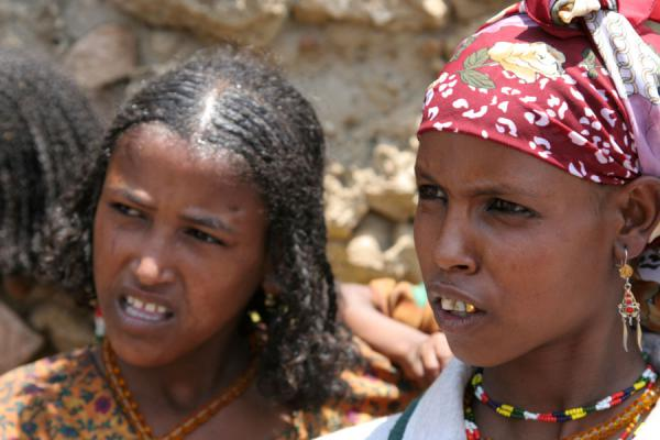 Two Koremi girls listening to their old and wise village chief | Koremi | Etiopia