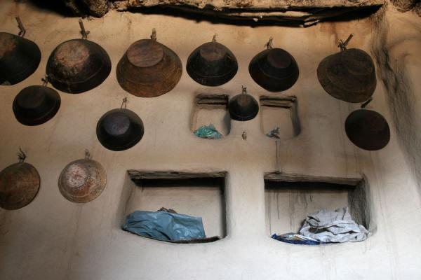 Interior of Koremi houses: unpainted walls with kitchen utensils | Koremi | Ethiopia