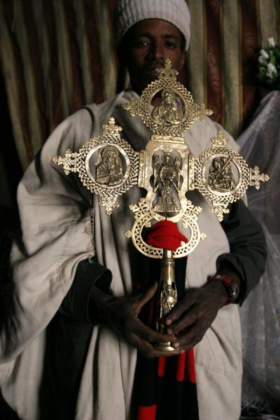 Priest of Asheton Maryam showing the elaborately carved cross | Lalibela priests | Ethiopia