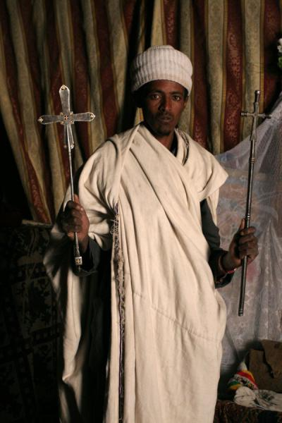 Foto di Priest showing treasures of Asheton Maryam churchLalibela - Etiopia