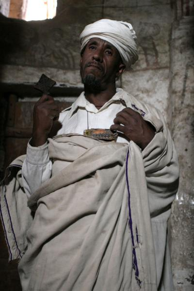 Foto di Priest of Genata Maryam showing his crossLalibela - Etiopia